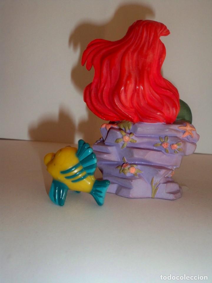 Figuras de Goma y PVC: SIRENITA Y PEZ FLOUNDER BULLYLAND - Foto 2 - 146517970