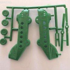 Figuras de Goma y PVC: MONTAPLEX HOBBY-PLAST - 1 COLADA DEL HELICÓPTERO DE TRANSPORTE GRANDE - VERDE MILITAR. Lote 146524934