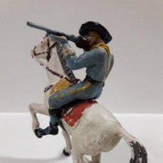 Figuras de Goma y PVC: SOLDADO FEDERAL A CABALLO EN POSICION DE DISPARO . REALIZADO POR PECH . AÑOS 60. Lote 146540722