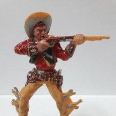 Figuras de Borracha e PVC: VAQUERO - COWBOY EN POSICION DE DISPARO . REALIZADO POR LAFREDO . AÑOS 60 . SERIE GRANDE. Lote 146567134