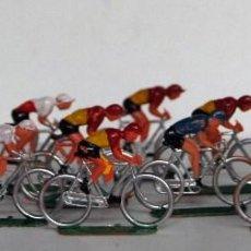 Figuras de Goma y PVC: SOTORRES - PELOTÓN 12 CICLISTAS DE PLÁSTICO. Lote 146630066