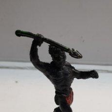 Figuras de Goma y PVC: LAFREDO ÁFRICA MISTERIOSA INDÍGENA CON LANZA GOMA ESCASO. Lote 146741721
