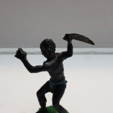 Figuras de Goma y PVC: LAFREDO ÁFRICA MISTERIOSA INDÍGENA CON MACHETE EN GOMA ESCASO. Lote 146742550