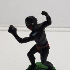 Figuras de Goma y PVC: LAFREDO ÁFRICA MISTERIOSA INDÍGENA CON MACHETE GOMA ESCASO. Lote 146742925