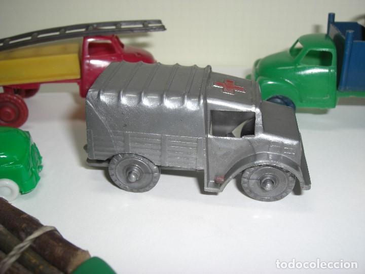 Gummi- und PVC-Figuren: Coches, camiones y otros vehículos. Años 60. Plástico rígido. - Foto 2 - 146750774