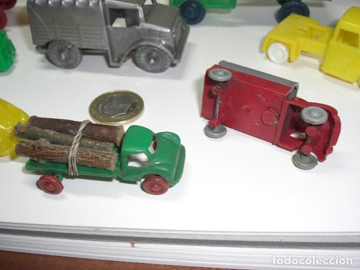 Gummi- und PVC-Figuren: Coches, camiones y otros vehículos. Años 60. Plástico rígido. - Foto 3 - 146750774
