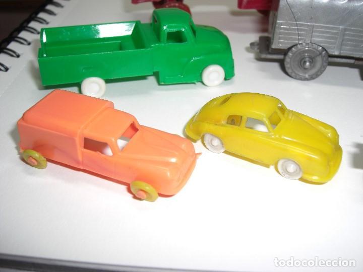 Gummi- und PVC-Figuren: Coches, camiones y otros vehículos. Años 60. Plástico rígido. - Foto 4 - 146750774