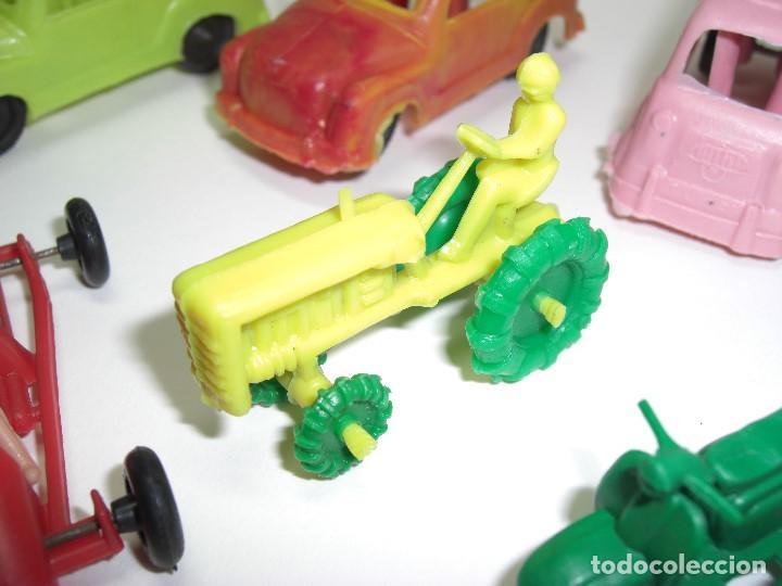 Figuras de Goma y PVC: Coches en diversos modelos, tractor, etc... Años 60 Juguetes de Kiosko. - Foto 3 - 146751334