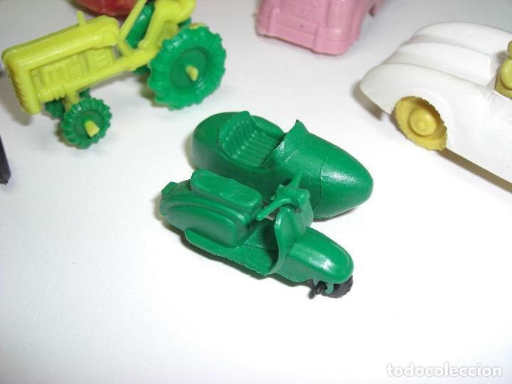 Figuras de Goma y PVC: Coches en diversos modelos, tractor, etc... Años 60 Juguetes de Kiosko. - Foto 4 - 146751334