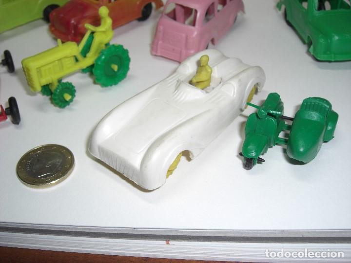 Figuras de Goma y PVC: Coches en diversos modelos, tractor, etc... Años 60 Juguetes de Kiosko. - Foto 5 - 146751334