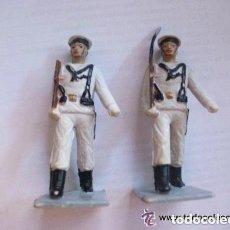 Figuras de Goma y PVC: LOTE DE 2 FIGURAS DE SOLDADOS DE INFANTERIA DE MARINA O MARINEROS DESFILANDO.. Lote 146903418