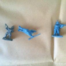 Figuras de Goma y PVC: TRES SOLDADITOS MONTAPLEX. Lote 147104690