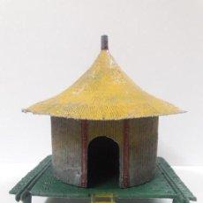 Figuras de Goma y PVC: CHOZA KAKUANA CON BASE . REALIZADA POR PECH . AÑOS 50 / 60 . EN PLASTICO. Lote 147565714
