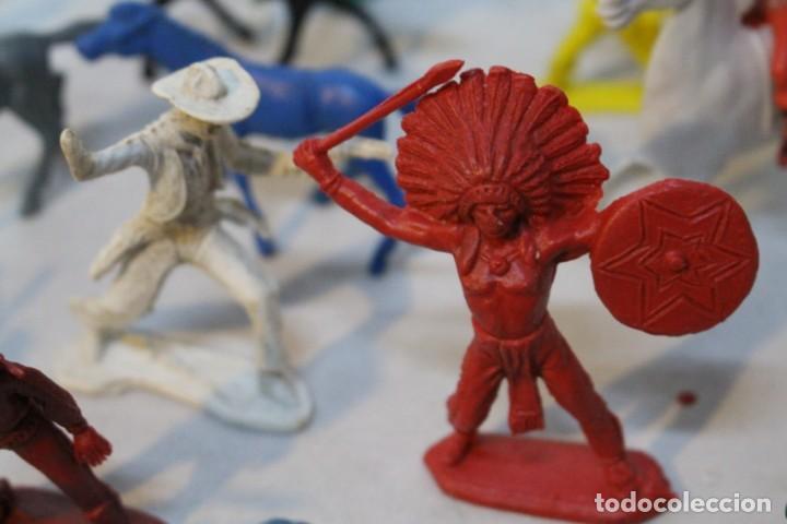 Figuras de Goma y PVC: 154 figuras de indios, vaqueros, caballería, soldados, piratas,vikingos y romanos. Años 60 - Foto 26 - 147609366