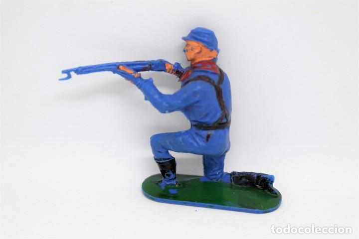 Figuras de Goma y PVC: Antigua Figura del Oeste Jecsan. Soldado del Norte. Yankee. Dos banderas. Serie 65 mm. Años 60. - Foto 3 - 147696430