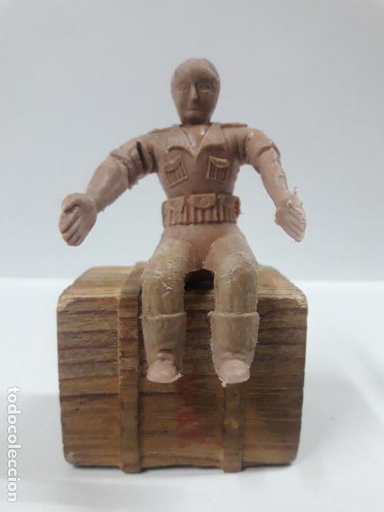 Figuras de Goma y PVC: CONDUCTOR DE JEEP . POSIBLEMENTE REALIZADO POR ARCLA ?? DETALLE EN EL LIBRO DE JUAN HERMIDA - Foto 4 - 148054178
