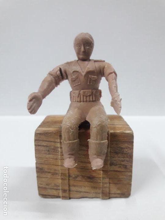 Figuras de Goma y PVC: CONDUCTOR DE JEEP . POSIBLEMENTE REALIZADO POR ARCLA ?? DETALLE EN EL LIBRO DE JUAN HERMIDA - Foto 9 - 148054178