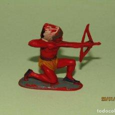 Figuras de Goma y PVC: ANTIGUO INDIO EN GOMA PINTADA DE PECH HNOS. - TIPO COMANSI REAMSA JECSAN - AÑO 1950S.. Lote 148106662