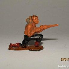 Figuras de Goma y PVC: ANTIGUO VAQUERO COW BOY EN GOMA PINTADA DE GAMA. Lote 148372894
