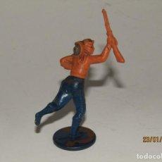 Figuras de Goma y PVC: ANTIGUO VAQUERO COW BOY EN GOMA PINTADA DE GAMA. Lote 148373646