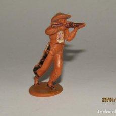 Figuras de Goma y PVC: ANTIGUO VAQUERO COW BOY EN GOMA PINTADA DE GAMA. Lote 148374026
