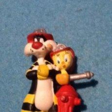 Figuras de Goma y PVC: GATO SYLVESTRE Y PIOLÍN BOMBEROS. WARNER BROS. BULLYLAND. . Lote 148380490