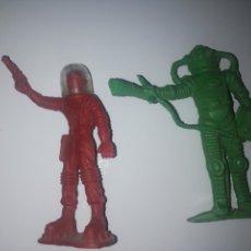 Figuras de Goma y PVC: FIGURAS PLÁSTICO ASTRONAUTAS. Lote 148650209