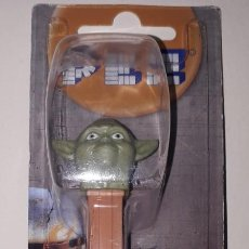 Dispensador Pez: DISPENSADOR CARAMELOS PEZ YODA JEDI STAR WARS. Lote 148752046