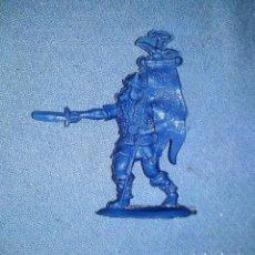 Figuras de Goma y PVC: ANTIGUA FIGURA DE VIKINGO ABANDERADO DE REG PIPERO AÑOS 60 ORIGINAL VER FOTOS Y DESCRIPCION. Lote 148922934