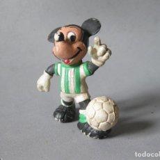 Figuras de Goma y PVC: FIGURA DE PVC DE MICKEY MOUSE JUGADOR DE FUTBL DEL BETIS - CMICS SPAIN. Lote 148930066