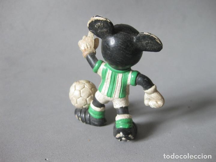 Figuras de Goma y PVC: FIGURA DE PVC DE MICKEY MOUSE JUGADOR DE FUTBL DEL BETIS - CMICS SPAIN - Foto 3 - 148930066