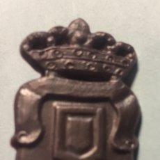 Figuras de Goma y PVC: PIN DE PLÁSTICO ESCUDO FÚTBOL UNIÓN DEPORTIVA LAS PALMAS. Lote 148980466
