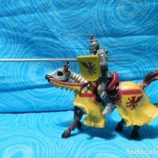 Figuras de Goma y PVC: FIGURA CABALLERO MEDIEVAL DRAGON ROJO CON CABALLO Y LANZA. Lote 149458002