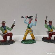 Figuras de Goma y PVC: TRES VAQEUROS . REALIZADO POR M. SOTORES . AÑOS 60. Lote 149609566