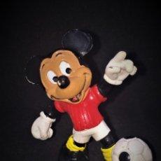 Figuras de Goma y PVC: FIGURA O MUÑECO GOMA PVC - MICKEY FUTBOL - BULLY. Lote 149702560