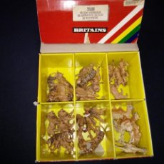 Figuras de Goma y PVC: ANTIGUA CAJA DE ANIMALES BRITAINS CON 32 ANIMALES,HAY 5 MODELOS DIFERENTES, AÑOS 70/80.. Lote 150076994
