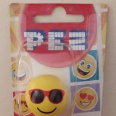 Dispensador Pez: DISPENSADOR CARAMELOS PEZ EMOJI CHILLIN RELAJADO. Lote 150110346