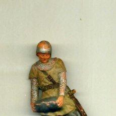 Figuras de Goma y PVC: GUERRERO MEDIEVAL CON PIEDRA / SERVIDOR DE CATAPULTA / FIGURA REAMSA. Lote 150119874