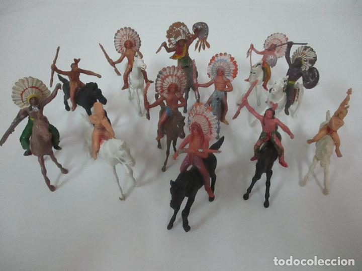 LOTE DE 12 FIGURAS, INDIOS CON RIFLE A CABALLO - JECSAN, COMANSI, REAMSA - AÑOS 60 (Juguetes - Figuras de Goma y Pvc - Otras)