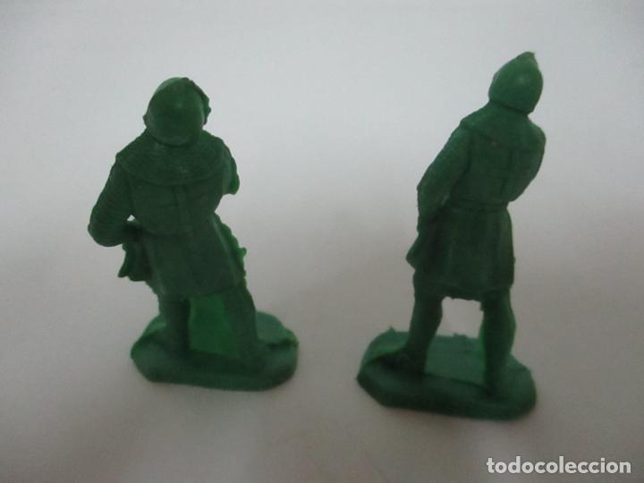 Figuras de Goma y PVC: 2 Soldados Medievales - Plástico, Goma - Años 70 - Foto 2 - 150225010