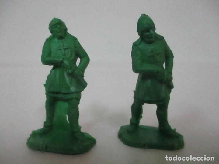 Figuras de Goma y PVC: 2 Soldados Medievales - Plástico, Goma - Años 70 - Foto 4 - 150225010