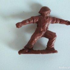Figuras de Goma y PVC: RARA FIGURA EN GOMA AÑOS 50 SOLDADO. Lote 150249442