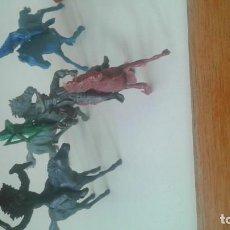 Figuras de Goma y PVC: LOTE INDIOS VAQUEROS MUÑECOS. Lote 150363510