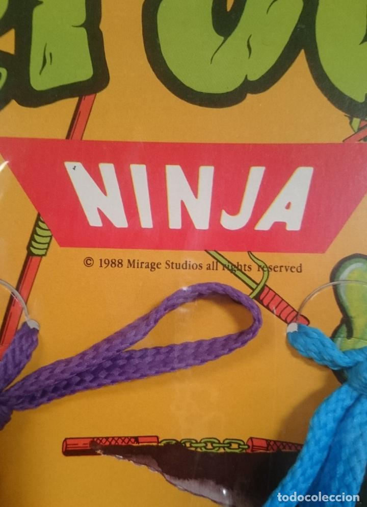 Figuras de Goma y PVC: TORTUGAS NINJA EXPOSITOR DE CORDONES PARA ZAPATOS VINTAGE 1988 - Foto 2 - 189773111