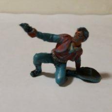 Figuras de Goma y PVC: FIGURA RARA VAQUERO DISPARANDO CON SOMBRERO AL SUELO PLASTICO. Lote 150564352