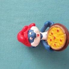 Figuras de Borracha e PVC: RARA FIGURA PITUFO PIZZA SCHLEICH PEYO 1984 PIZZERO. Lote 174389123
