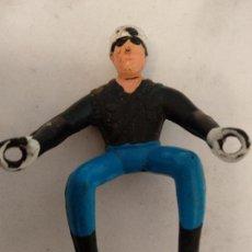 Figuras de Goma y PVC: CURIOSO MOTORISTA. Lote 150684726