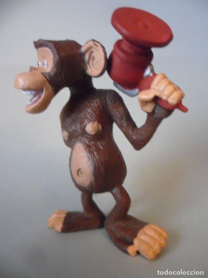 Figuras de Goma y PVC: MONO FIGURA DE PVC 2010 DWA - Foto 2 - 150981178