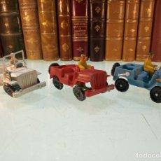 Figuras de Goma y PVC: LOTE DE 3 JEEP DE PLÁSTICO - FABRICADO POR SOTORRES - INCLUYE FIGURAS - AÑOS 60-70 -. Lote 151211934