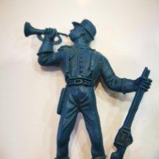 Figuras de Goma y PVC: COMANSI SOLDADO DE PLÁSTICO AZUL. Lote 151404402